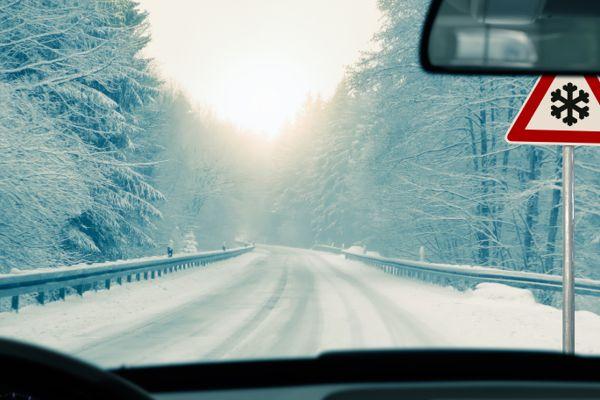 winter driving tips safety toolbox talks meeting topics 600 x 400 · jpeg
